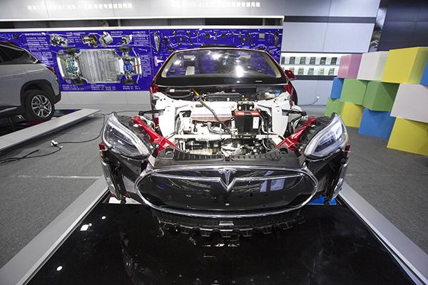3-特斯拉全自动智能驾驶.jpg